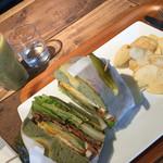 ニーニーサンカフェ - 【料理】223特製ジューシーハンバーガーとキウイスムージー