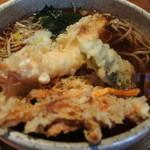 44614242 - 温かい天ぷら蕎麦@1,200