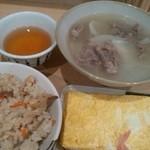 あづま - 名物シチュー350円+かやくご飯(小)250円+出汁巻き(小)250円