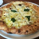 akamichi pizza - 4種のチーズ1100