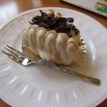 4462390 - メレンゲと生クリームのケーキ(280円)