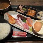 鶏魚Kitchenゆう - お造りてんこ盛り定食