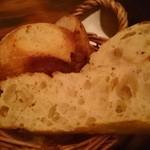 ジラソーレ - お通しのパン