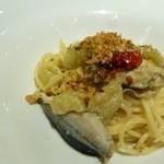 44630648 - 牡蠣と秋刀魚、ナスのペペロンチーノ