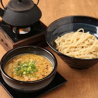 鶏白湯×マー油つけ麺【深みの濃湯(ルータン)】