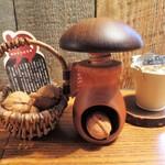 クルミドコーヒー - くるみとくるみ割り器