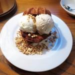 クルミドコーヒー - クルミドケーキアイス
