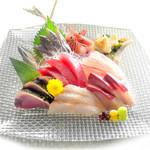 魚錠 - 本気の刺盛り 950円(税別)