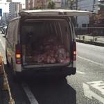 ラーメン 末廣家 - オープン前に大量の豚骨が運び込まれていた!