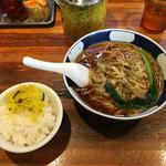支那麺 はしご - 「搾菜麺(ざあさいめん)」650円と無料ごはん