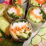 路地裏のタイ料理とお酒 バナナ食堂 - 生春巻きアップ