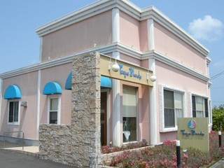 トックブランシュ - ピンクの外壁が可愛らしい外観