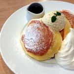 44650323 - 幸せのパンケーキ ホイップクリームトッピング