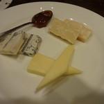 44653643 - 厳選イタリア産3種チーズ盛り:780円