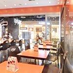 44654165 - 店内のテーブル席の風景です