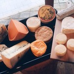 ワインとお宿 千歳 - フランス直輸入チーズ
