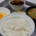 一休食堂 - 880円『煮込み定食』2015年11月吉日