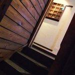 台湾茶藝館 月和茶 - 階段を右にカーブして2階へ
