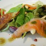 4467614 - 琵琶湖産天然ビワマスの燻製 菜園の取り立ての野菜と