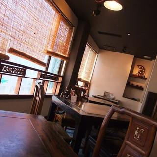 台湾茶藝館 月和茶 吉祥寺店 - テーブルと椅子