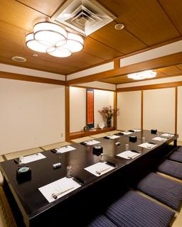 築地竹若 - 掘りごたつ式の和個室。最大30名様迄。
