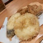 44671117 - 長なす・鶏もも・カチョカバロチーズの天ぷら