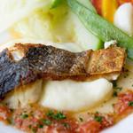 ブション・プロヴァンサル Chez AZUMA - 伊勢直送 本日の鮮魚はスズキ