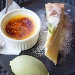 ブション・プロヴァンサル Chez AZUMA - デザート盛り合わせは1人2種類のケーキと1種類のアイスを選びます