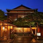 THE FUNATSUYA - 外観写真:夜は全館ライトアップされ幻想的な雰囲気に