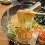 一光 - 冷麺 麺アップ