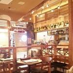 マノ・キッチンカフェ - 燦々と日差しが降り注ぐ明るい店内