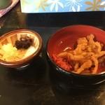 麺屋 節と煮干の濃厚ばかっぷる - 玉ねぎ・ショウガの天ぷら!オニオンピクルスと煮干しと自家製大根の漬物!