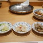 天ぷらめし 金子半之助  - 3種類のおかずは取り放題