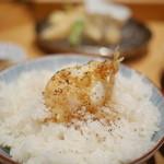 天ぷらめし 金子半之助  - たまごの天ぷらはご飯に乗せて、醤油と一味で頂きます