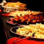 ビルボードライブ東京 - カウンターに並んだ軽食たち。