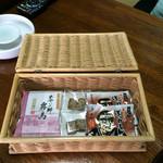 旅行人山荘 - お菓子