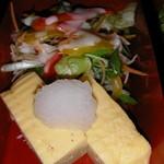 津和野 - ランチ 焼魚定食のサラダと卵焼き