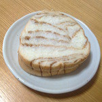 ヤマナカ - 2015/11 ラウンドパン メープル。メープルシロップのシートを練り込んだパンからは甘い香りが立ち上ります