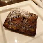 アバンギルド - いちぢくとクルミのチョコレートケーキ