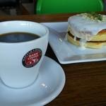 BARN COFFEE - ブレンドコーヒーとパンケーキ(マカダミアナッツソース)