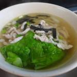 好公道の店 金鶏園 - 肉絲湯(TWD80)。燙青菜に細切り筍、肉絲、海苔、朝に優しいスープです。