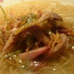 東京老拉麺 - チャーシューとネギ