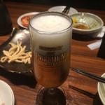 44689675 - 生ビール                       普段ジョッキで飲んでるため量的に少なく感じました。