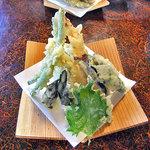 そば処 山せみ - 山菜・野菜の天ぷら