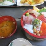 相浜亭 - 海鮮丼(950円)
