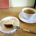 SONKA - バナナチーズケーキ、コーヒー