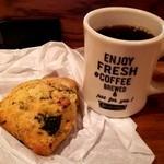 スタンダードコーヒー 山王店 - ほうれん草とベーコンのスコーンにブレンドコーヒー