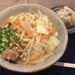 沖縄料理 新風 - 野菜そば 中