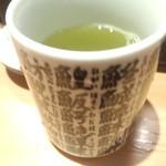立飲み寿司 三浦三崎港 めぐみ水産 - お茶