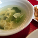 元氣餃子 弄堂 - セットのスープと搾菜